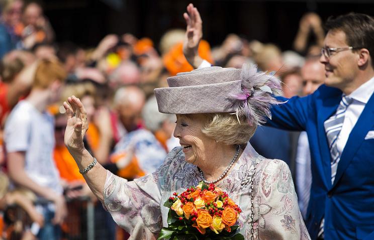 Принцесса Нидерландов Беатрикс и ее сын принц Константин во время празднования