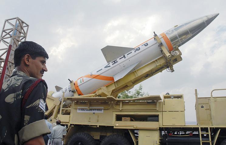 """Баллистическая ракета """"Притхви"""" на выставке вооружений в Индии"""