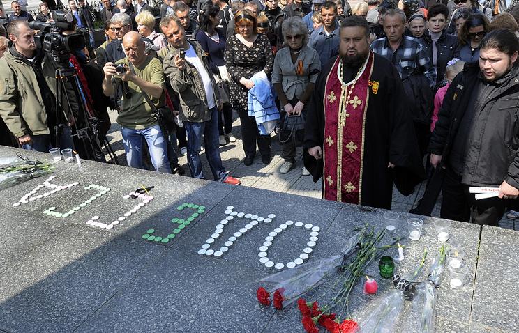 Акция памяти по погибшим в Одессе прошла в Луганске  3 мая 2014 год