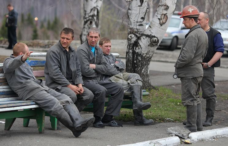 Горняки на территории шахты «Распадская», 2010 год