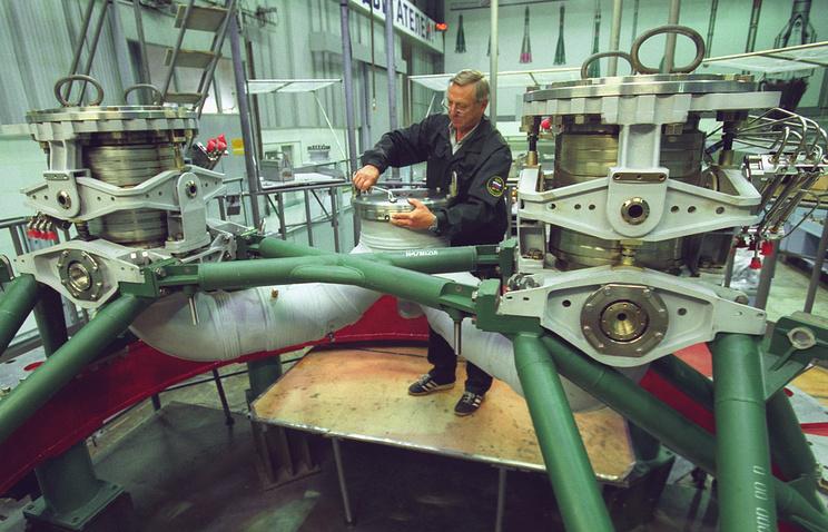 """Фрагмент двигателя РД-171 для ракеты-носителя """"Зенит-3SL"""" международного проекта """"Морской старт"""""""