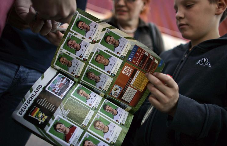 Альбом с наклейками футболистов