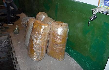 Наркотики, обнаруженные в гараже жителя Челябинска, и изъятые сотрудниками правоохранительных органов