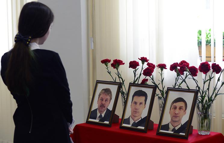 Портреты погибших в результате крушения вертолета Ми-8 в администрации Мурманской области