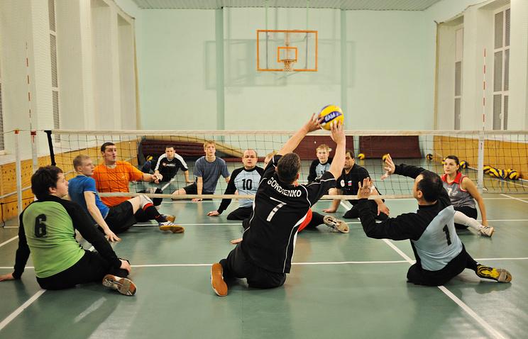 Тренировка екатеринбургской команды по волейболу сидя