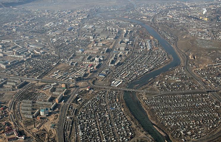 Вид на столицу Бурятии Улан-Удэ с вертолета