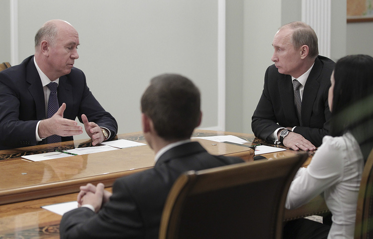 Владимир Путин во время встречи с Николаем Меркушкиным (слева)