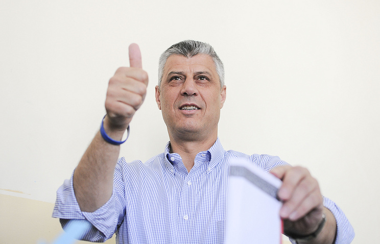 Хашим Тачи на избирательном участке 8 июня 2014 года