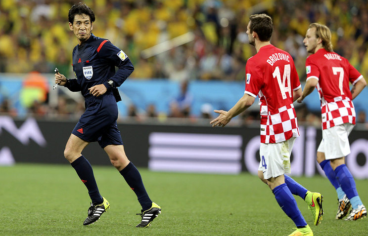 Судья Юити Нисимура в матче Бразилия - Хорватия