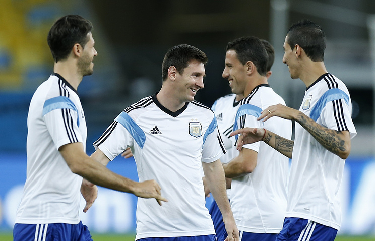 Лионель Месси и его товарищи по сборной Аргентины на тренировке