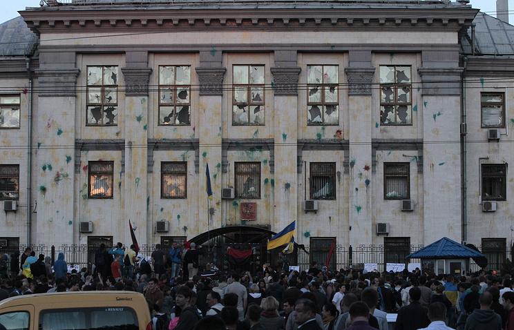 Здание посольства России в Киеве, 14 июня 2014 года