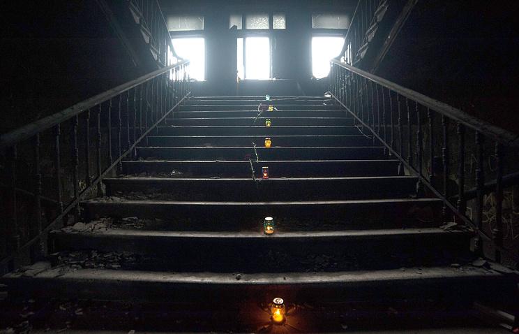 Зажженные свечи в память о погибших в Доме профсоюзов в Одессе