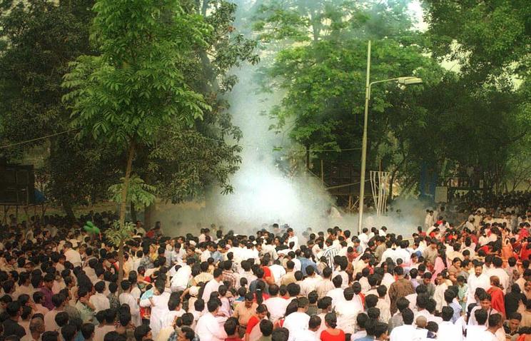 Последствия взрыва в Дакке,  14 апреля 2001