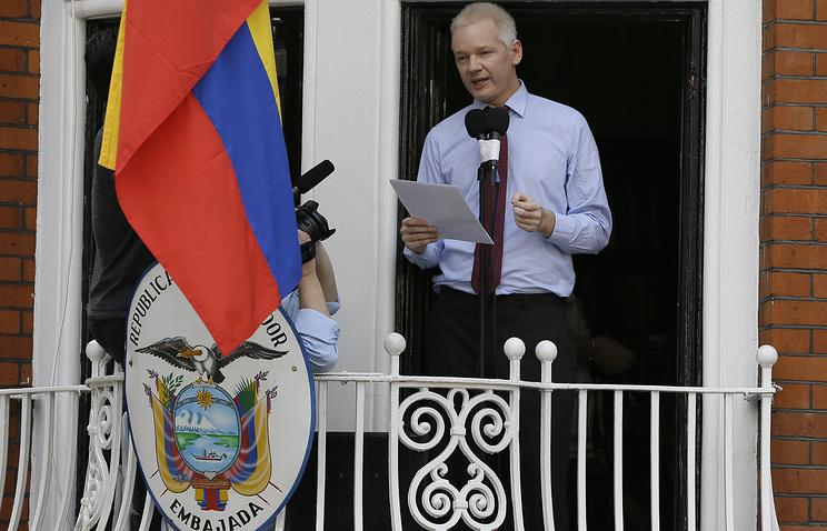Джулиан Ассанж в посольстве Эквадора в Лондоне