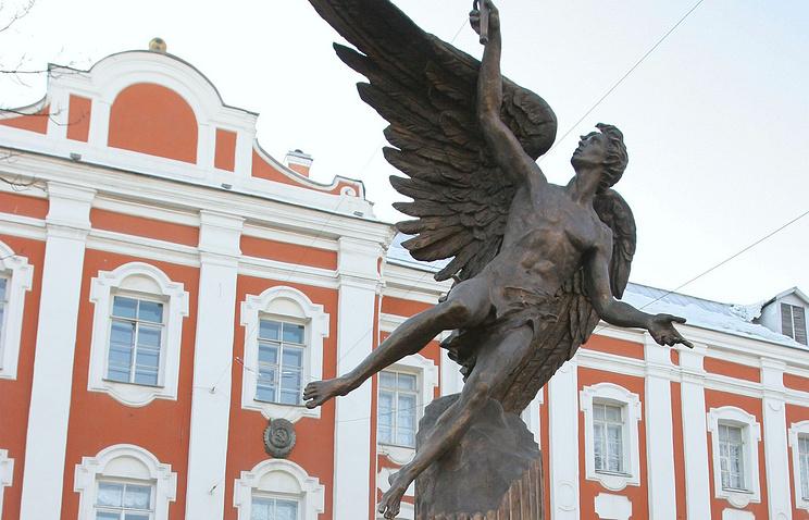 Памятник универсанту, СПбГУ