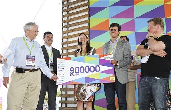 Главный приз Startup Village получила Екатерина Березий, основатель и CEO проекта ExoAtlet