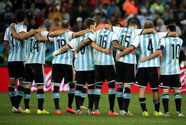 Футболисты сборной Аргентины во время серии послематчевых пенальти