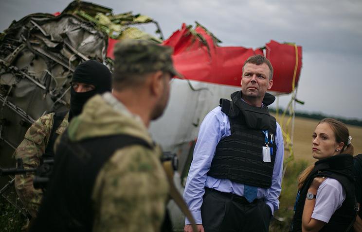 Наблюдатели ОБСЕ на месте крушения Boeing в Донецкой области
