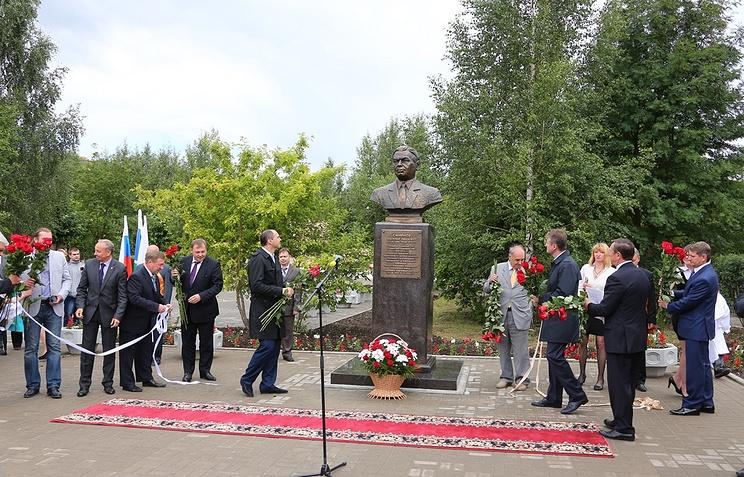 Открытие памятника металлургу В.И. Смирнову