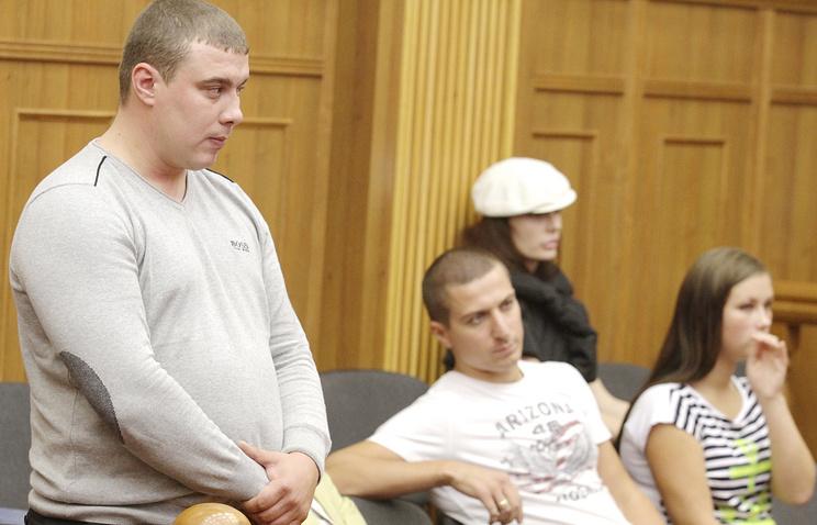 Анатолий Гилев (слева) во время оглашения приговора в Челябинском областном суде