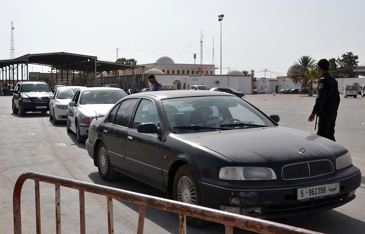 Пограничный пост между Ливией и Тунисом