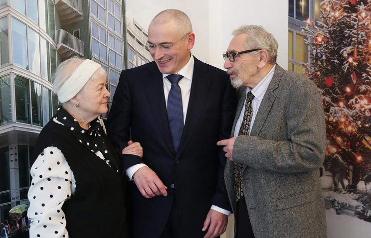 Михаил Ходорковский с родителями, декабрь 2013 г.