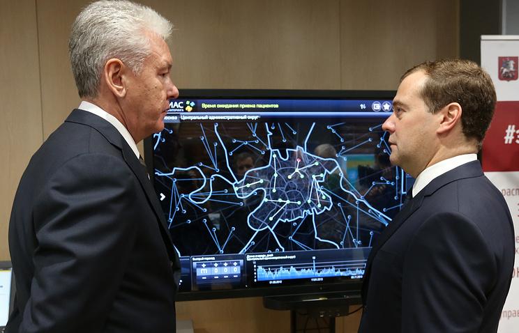 Мэр Москвы Сергей Собянин и премьер-министр России Дмитрий Медведев (слева направо)