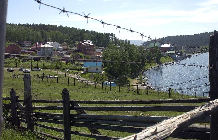 Вид на берег озера Тургояк