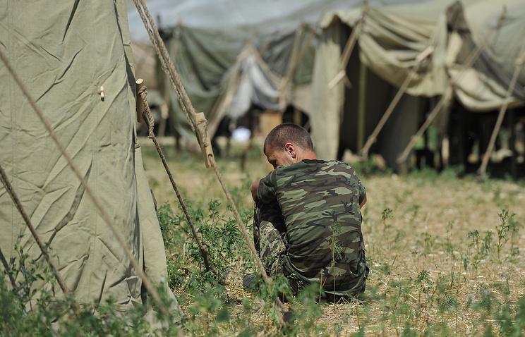 Украинский военнослужащий в палаточном лагере на территории России