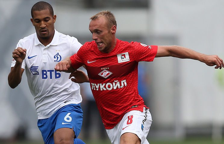Денис Глушаков (справа)