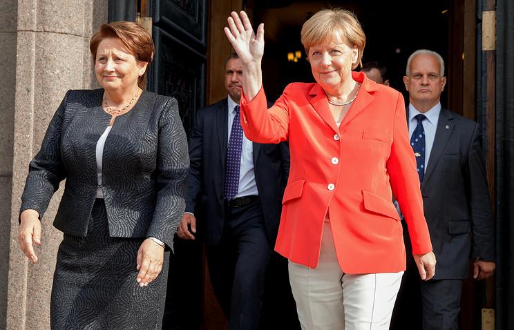 Лаймдота Страуюма и Ангела Меркель (слева направо) после переговоров
