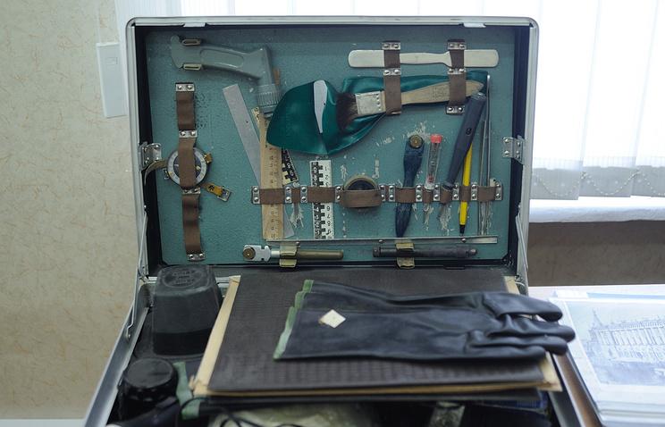 Криминалистический чемодан, предназначенный для осмотра места происшествия, в экспертно-криминалистическом центре