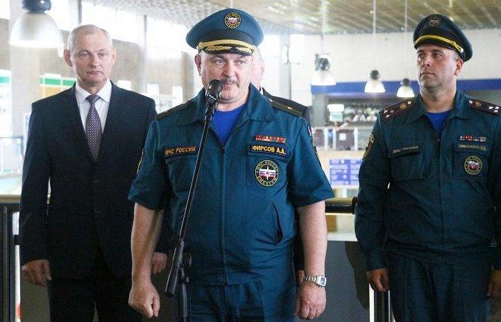 Андрей Фирсов (в центре)