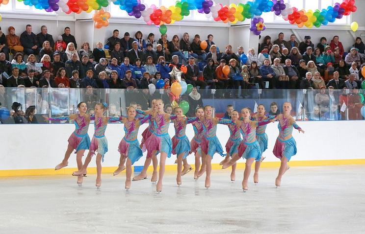 """Показательные выступления фигуристов во время открытия ледовой арены """"Таймыр"""""""
