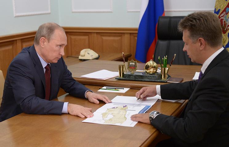 Президент РФ Владимир Путин и министр транспорта РФ Максим Соколов (слева направо)