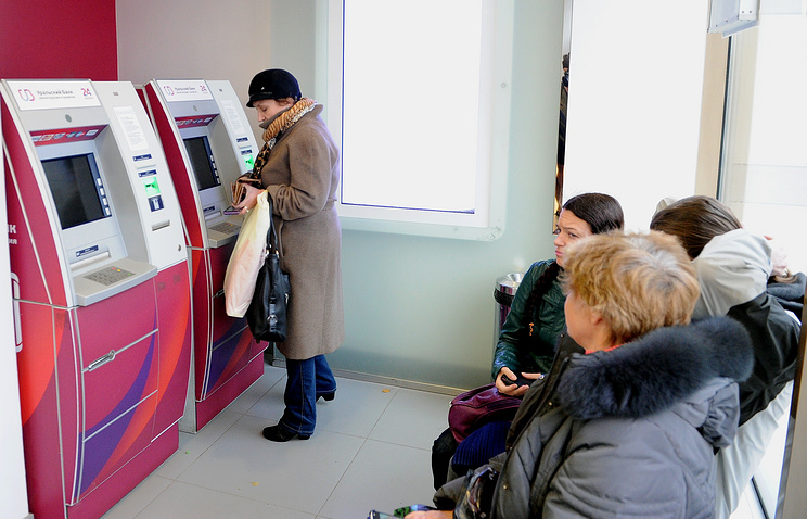Очередь к банкоматам в Екатеринбурге в четверг - реакция на слухи о скором отзыве лицензии у ряда региональных банков