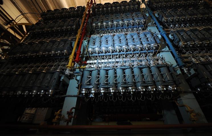 Блок газовых центрифуг в одном из технологических цехов УЭХК