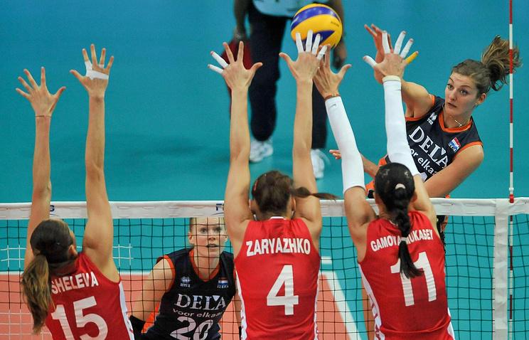 Российские волейболистки на блоке в матче с командой Нидерландов