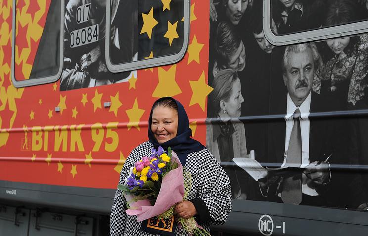 """Актриса Наталья Бондарчук у кинопоезда """"ВГИК-95. Архив"""