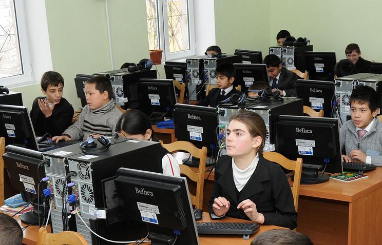 Занятия в общеобразовательной средней школе при РТСУ , Душанбе, Таджикистан, 2009 год
