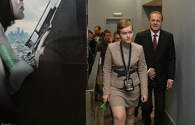Анна Динельт (в центре) и экс-губернатор Новосибирской области Василий Юрченко