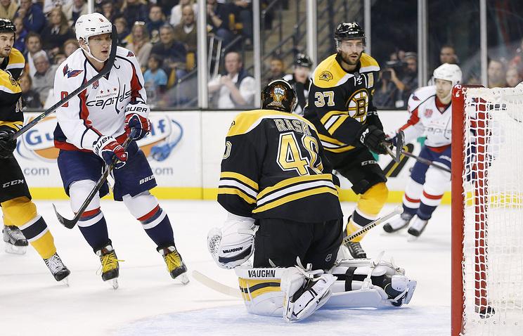 """Капитан """"Вашингтона"""" Александр Овечкин поражает ворота """"Бостона"""""""
