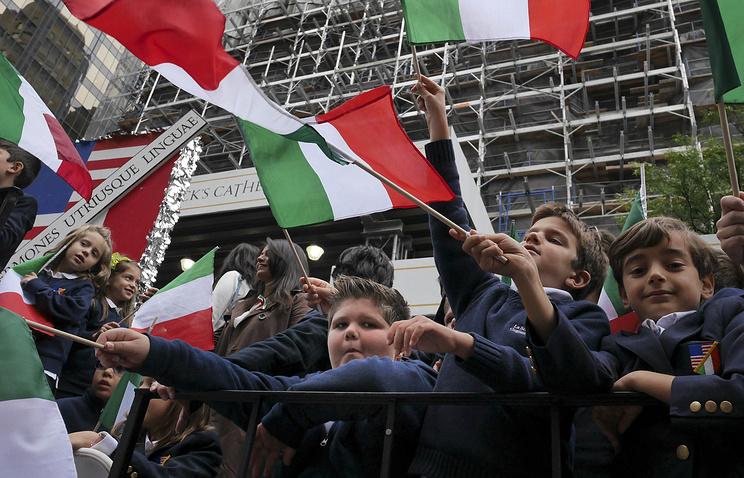 Школьники на параде в честь Дня Колумба в Нью-Йорке