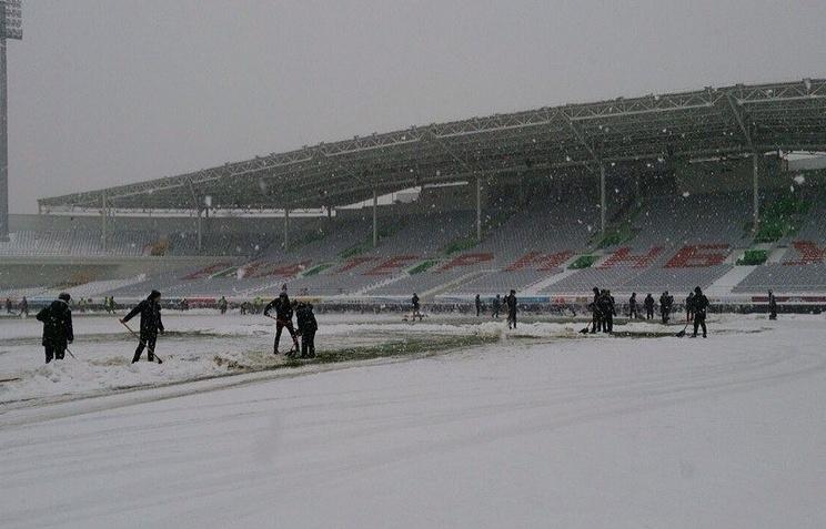 Поле стадиона Центральный в Екатеринбурге