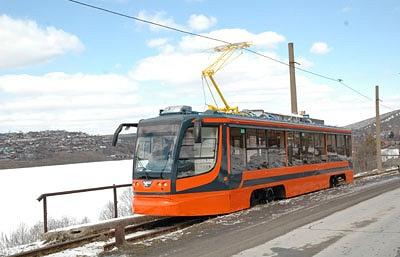 Низкопольный трамвай производства Усть-Катавского вагоностроительного завода