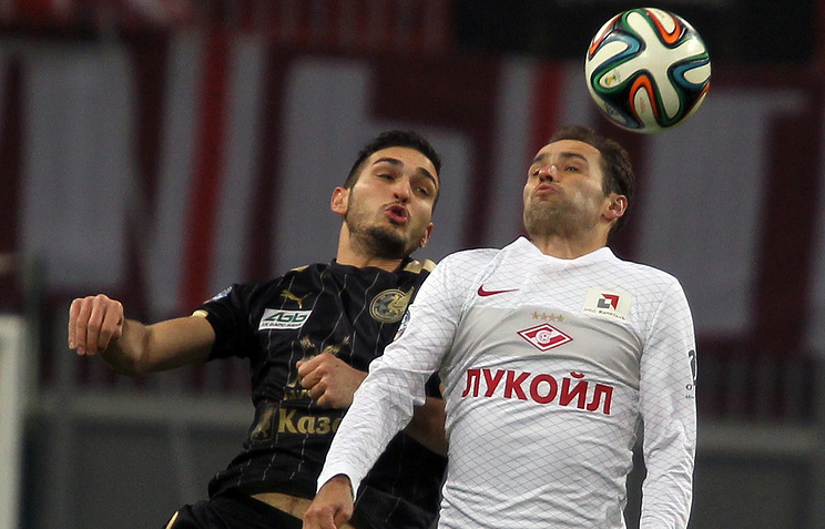 Магомед Оздоев (слева) против Романа Широкова
