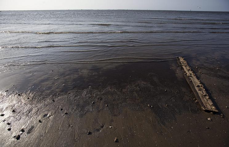 Вода, загрязненная в результате утечки нефти