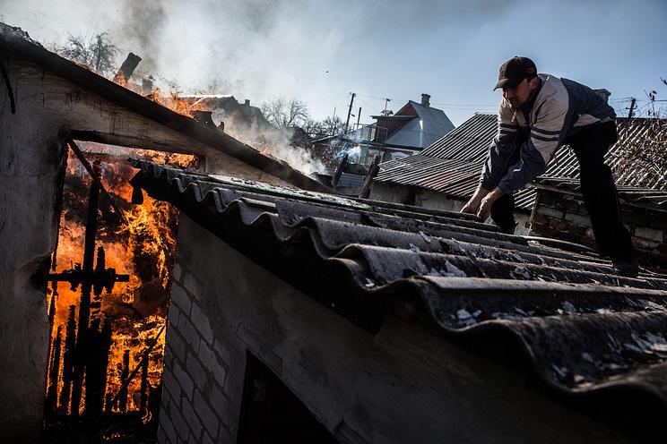 Последствия обстрела украинскими военными в Донецке