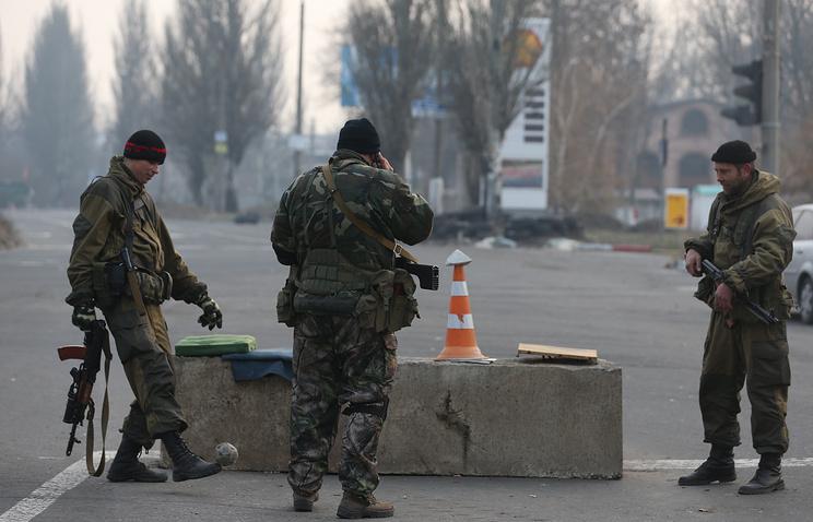 Бойцы ДНР на блокпосту
