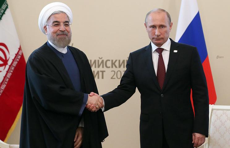 Астрахань. 29 сентября 2004 года. Президент Ирана Хасан Роухани и президент РФ Владимир Путин (слева направо)